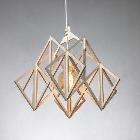Ażurowa lampa wisząca ze sklejki