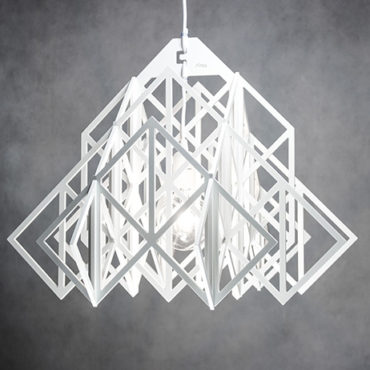 Biała ażurowa lampa wisząca