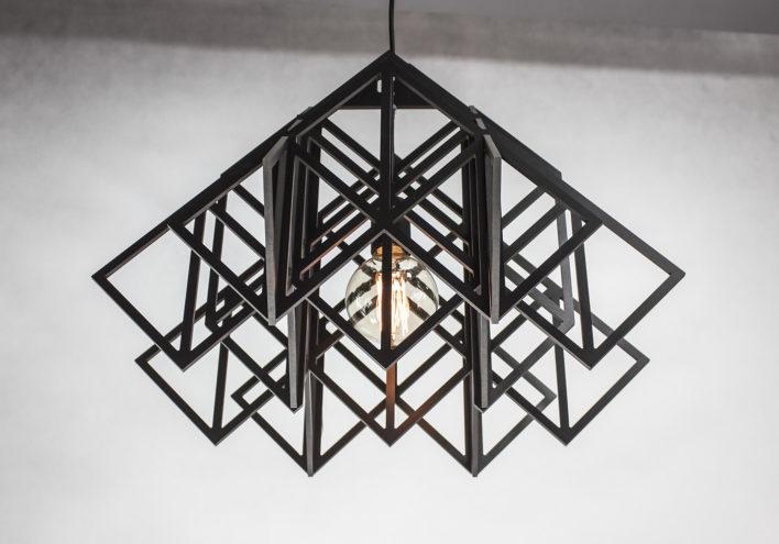 Ażurowa czarna lampa wisząca